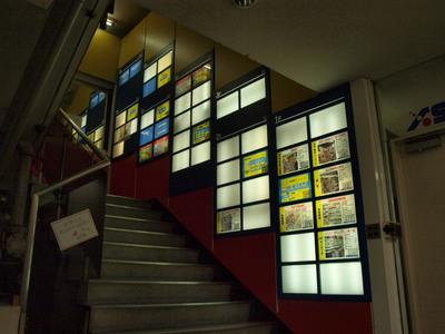 ラジオ会館1F〜階段を・・・