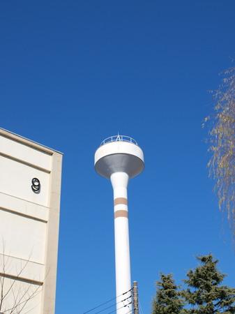 青空と給水塔